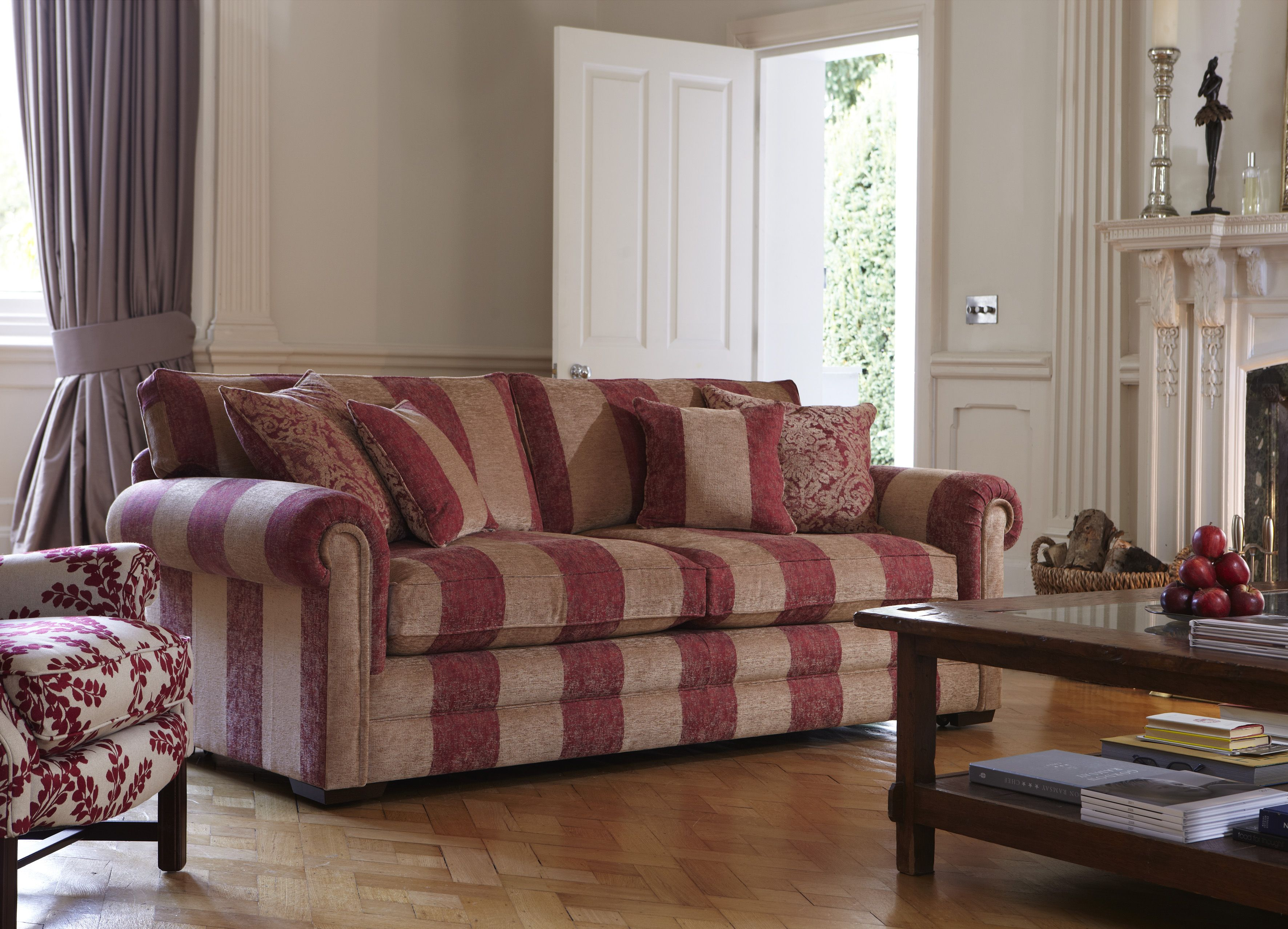 parker knoll canterbury sofa bed e poltrona sala pequena in florentine stripe the classic