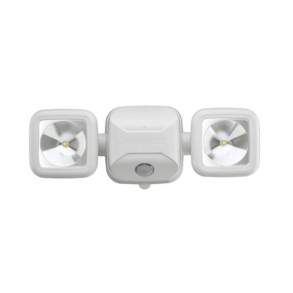 Mr Beams Outdoor 500 Lumen Battery Powered Motion Activated Integrated Led Twin Head Security Light White In 2020 Security Lights Mr Beams Security Spotlight