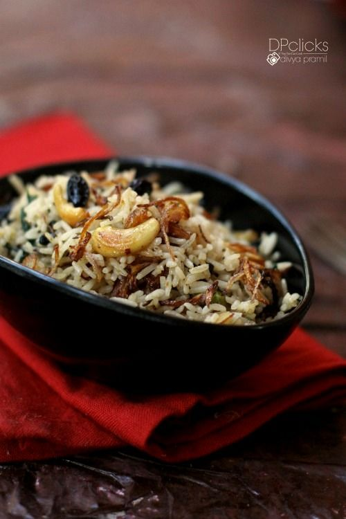 Kashmiri pulao dry fruit nut pulao nut and raisin pulao a very rich fragrantly cooked one pot meal from kashmir india has lot of nuts and raisins caramelized onions and lots more forumfinder Image collections