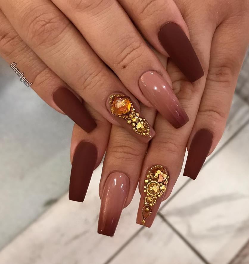 Pinterest : chorhinna   Nails design with rhinestones