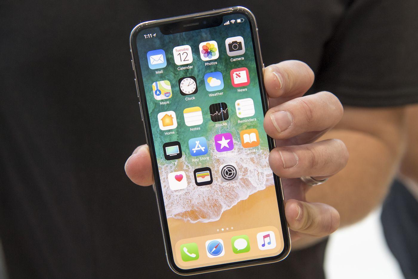 Iphone X Les Ecrans De Verrouillage Et Daccueil Devoiles Avec Des Videos Pour Expliquer Le Fonctionnement Hacks Iphone Iphone Smartphone