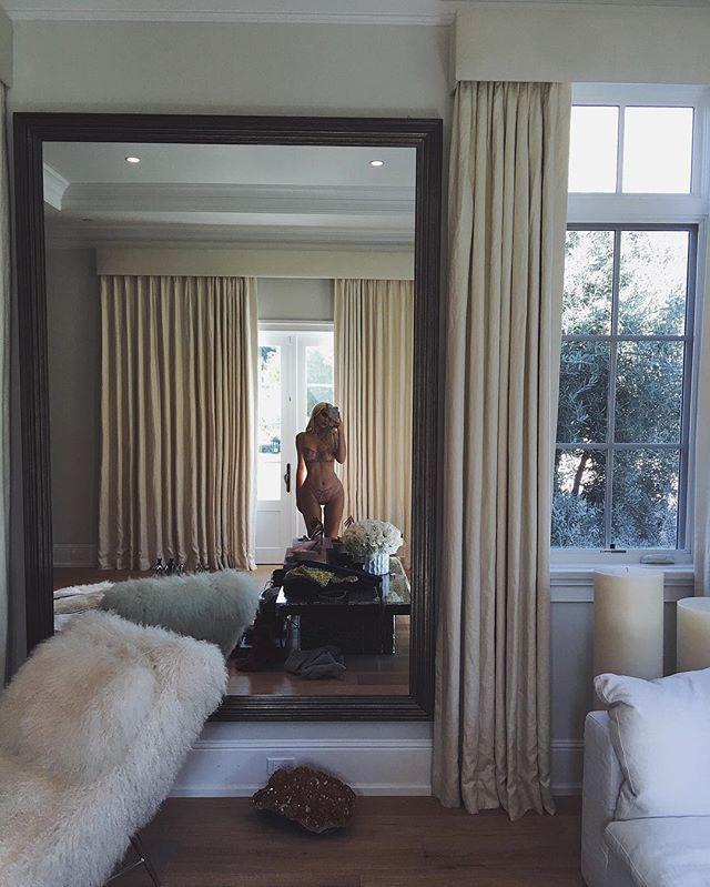 Kylie Jenner Bedroom: Pin By Mukamu Jelek On Home Design