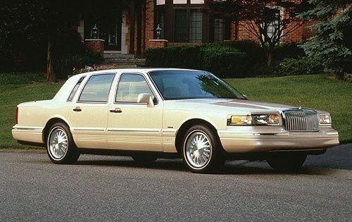 1997 Lincoln Town Car Sedan Signature Lincoln Town Car Lincoln Cars 1997 Lincoln Town Car