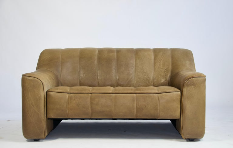 De Sede Ds44 Leather Sofa For Sale At 1stdibs Vintage Settee Leather Sofa Sofa Sale