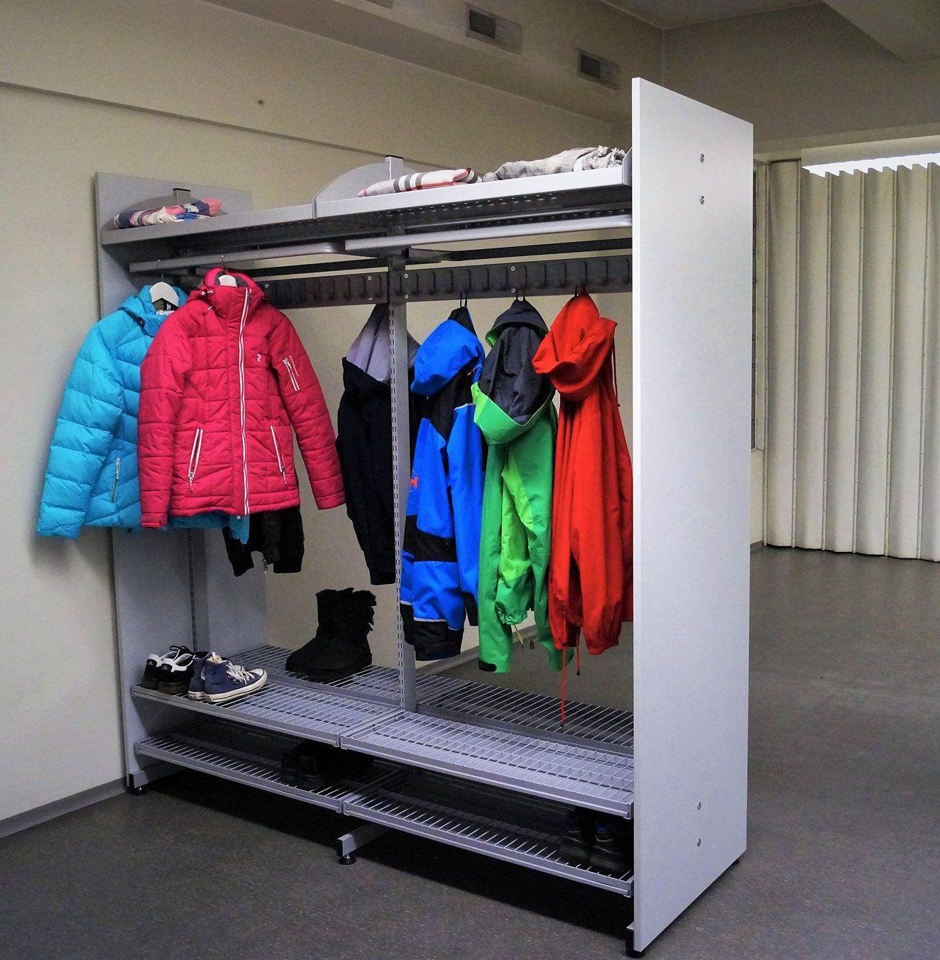 Kaksipuoleinen järjestelmänaulakko on täysin muunneltavissa tilan ja tarpeen mukaan. Säilytys ei ole koskaan ollut näin tehokasta! www.jamito.fi #naulakko #koulunaulakko #stand #storage
