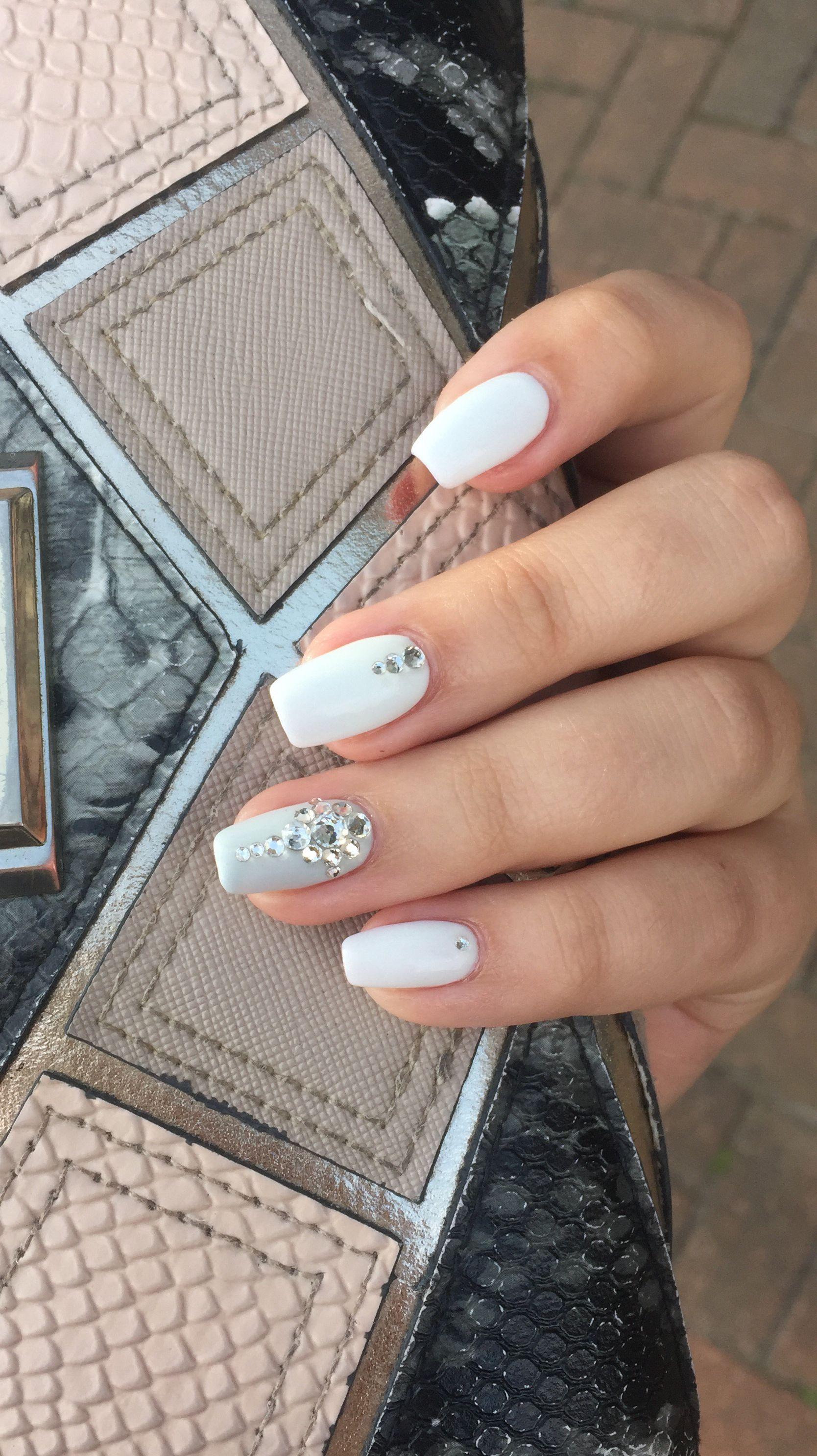 White Gel Extension Nails with Clear Crystals 🖤 | Mi Estilo de Unas ...