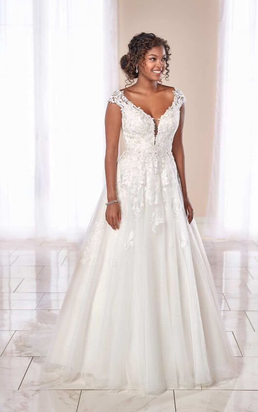 Cap Sleeve V-neck Lace Ball Gown Wedding Dress | Kleinfeld Bridal