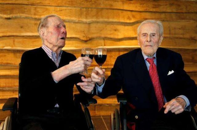 EkpoEsito.Com : Belgium twins celebrate 103 years living side by s...