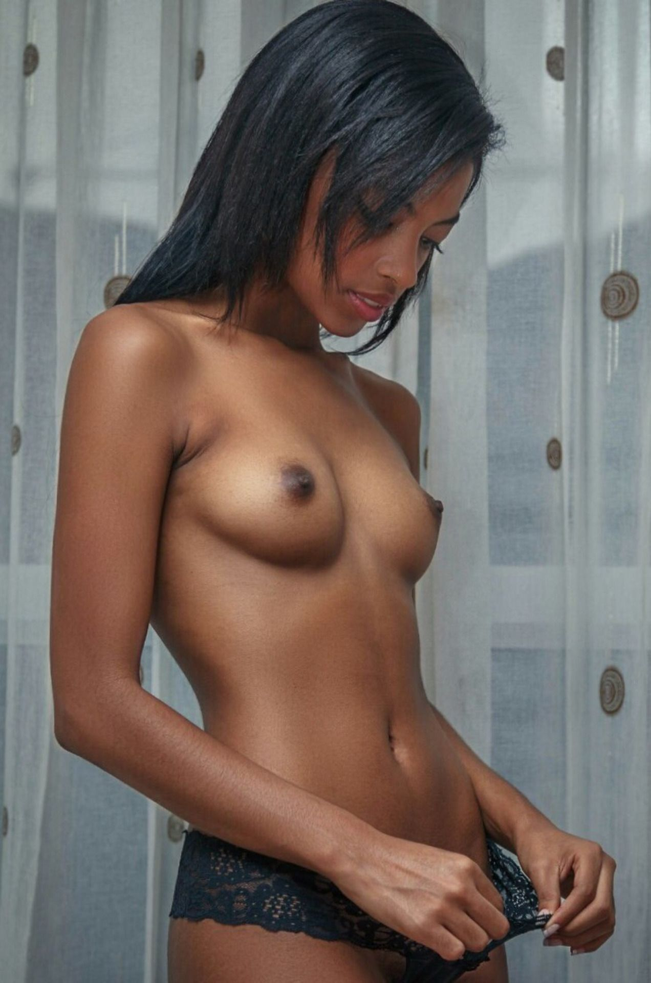 black-girl-with-tiny-tits-kardashian-nude-photo