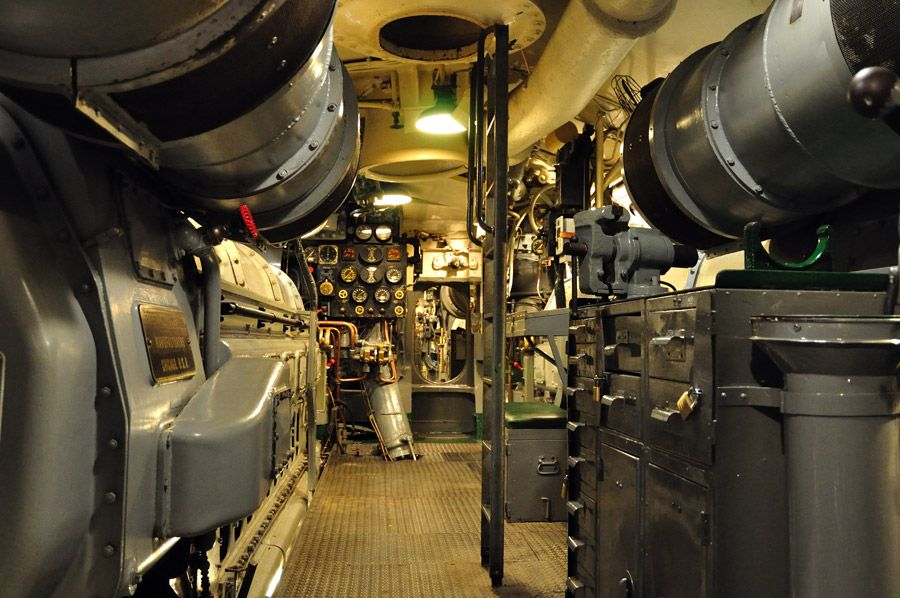 Inside submarine inside nuclear submarine u s navy for Interior submarino