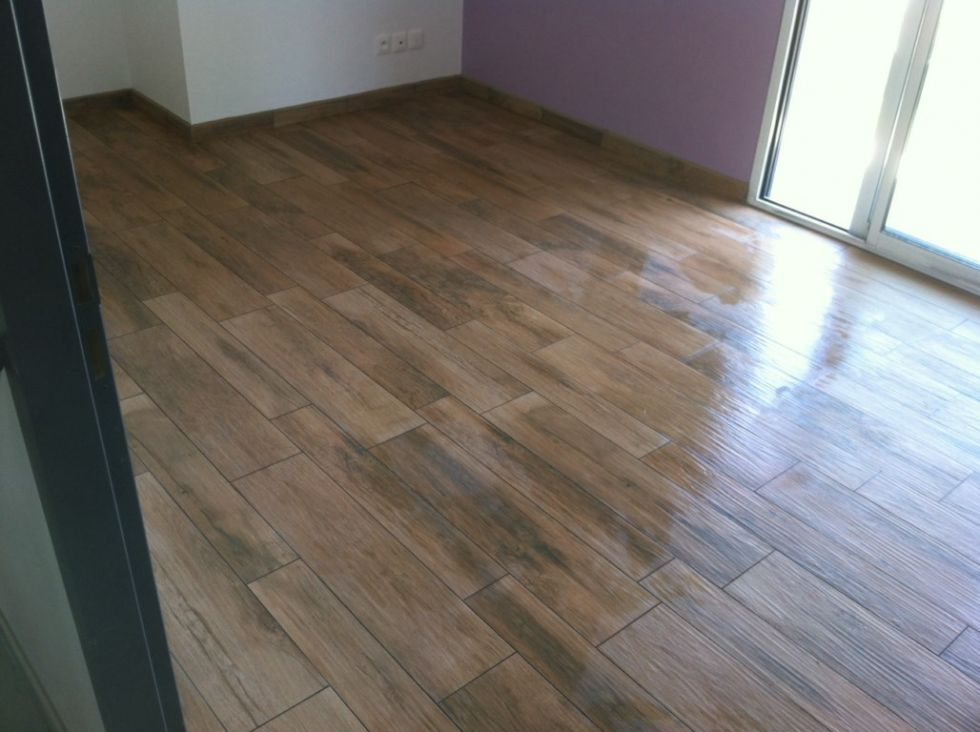 Carrelage imitation parquet saint chamas maison for Parquet carrelage