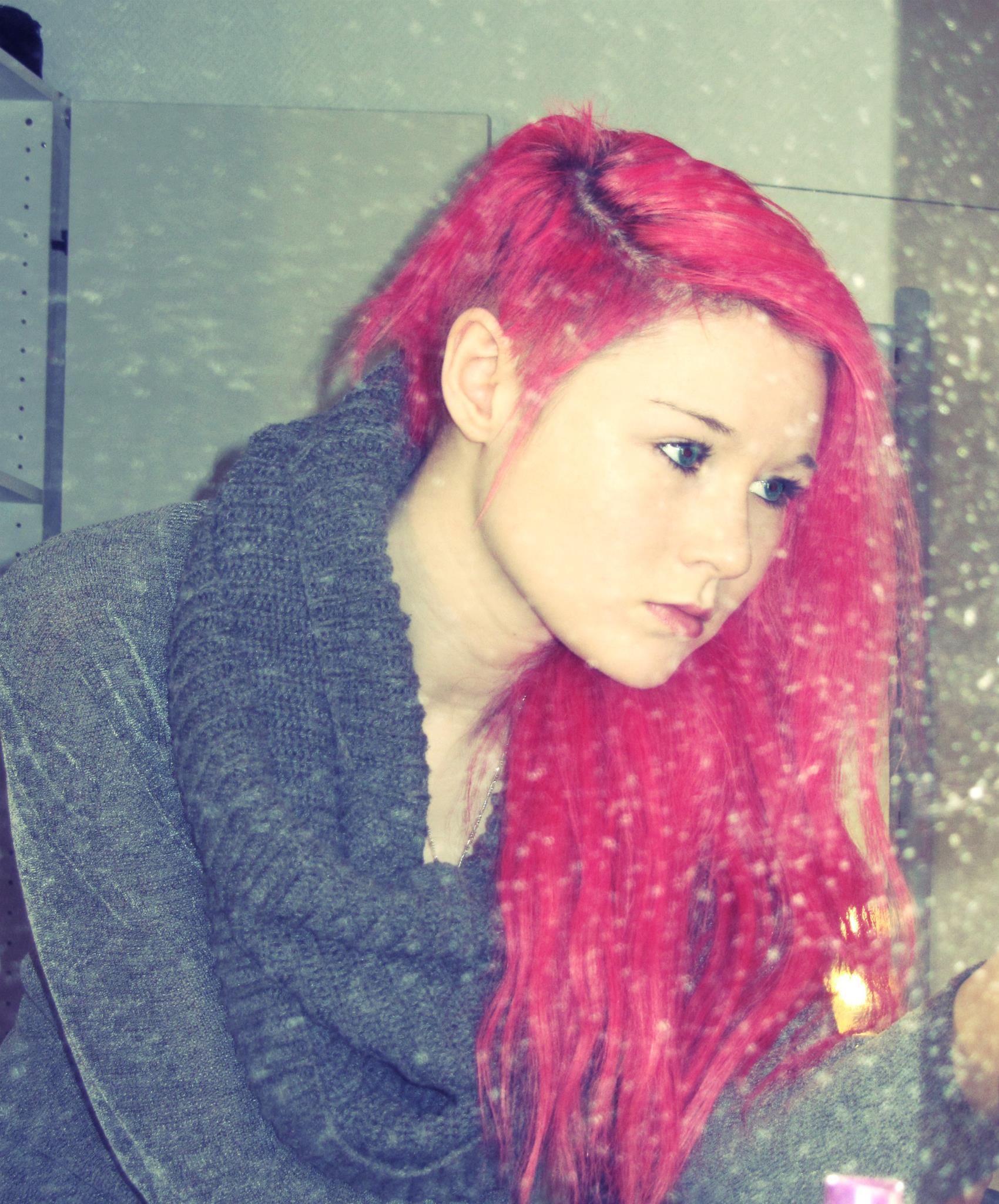 pink hair and sidecut