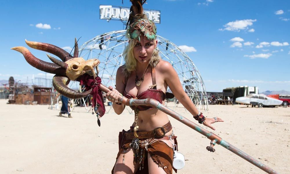 Have you ever wondered what it would be like to live in the world of Mad Max? Wonder no more because it's a legitimate possibility. Wasteland Weekend is a yearly gathering that took place las…
