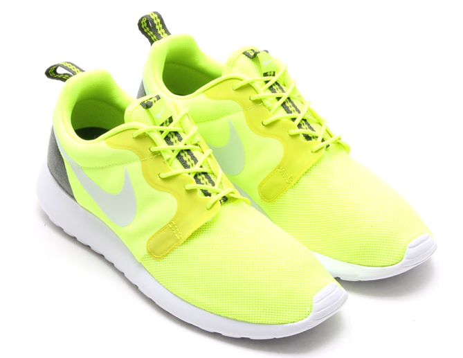 competitive price f1be9 ee33f Nike Roshe Run Hyperfuse Volt Detailed Pictures
