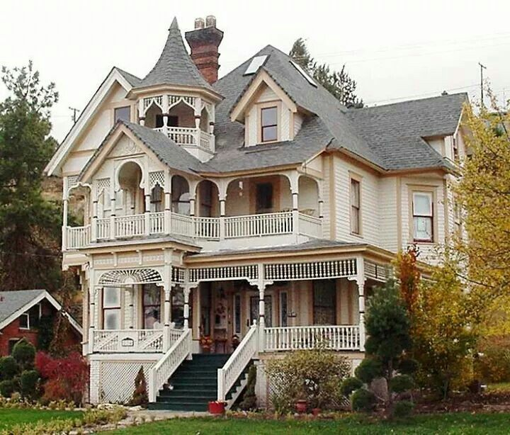 This House Is Victorian Because It Has Many Steep Roofs This Shows Shape Because All Of The Roofs Victorian House Colors Victorian Homes Victorian Style Homes