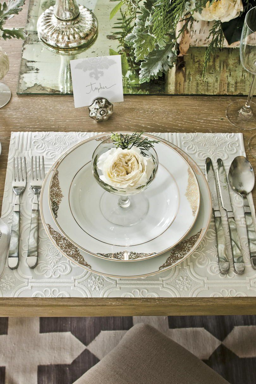 Our Favorite Christmas Table Settings Elegant Table Settings Elegant Christmas Dinner Christmas Table Settings
