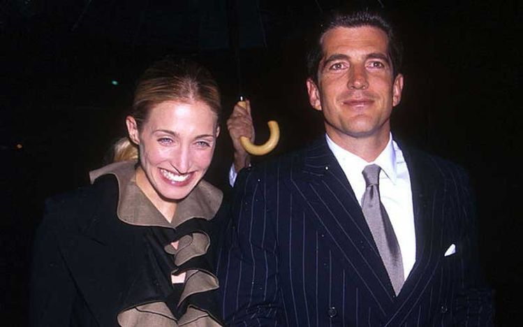 Carolyns engagement ring close-up   Carolyn bessette