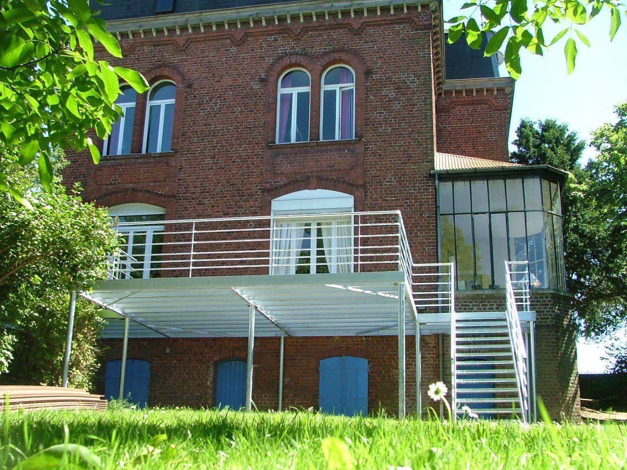 Terrasse 55m² Hauteur 2m En Acier Galvanisé Avec Escalier Revetement Bois  Composite 2