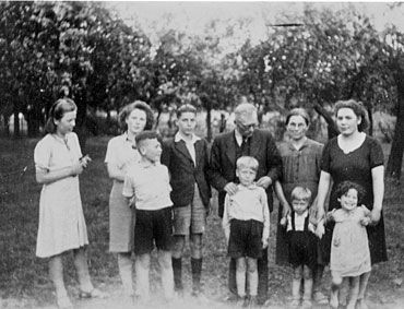 One of the (often anonymous) Dutch families taking care of Jewish children in WOII and risking their own lives