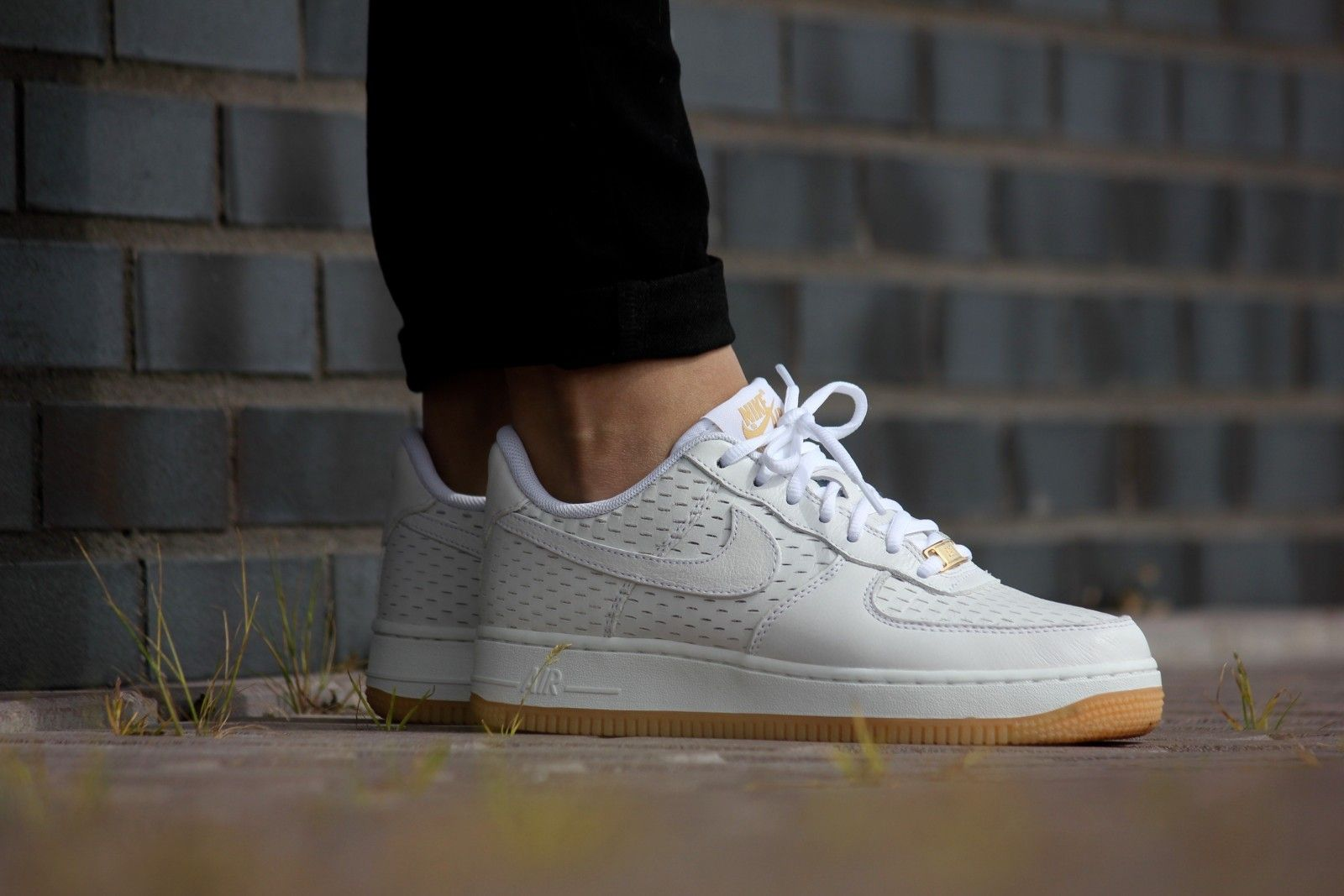 nike air force 1 white metallic gold