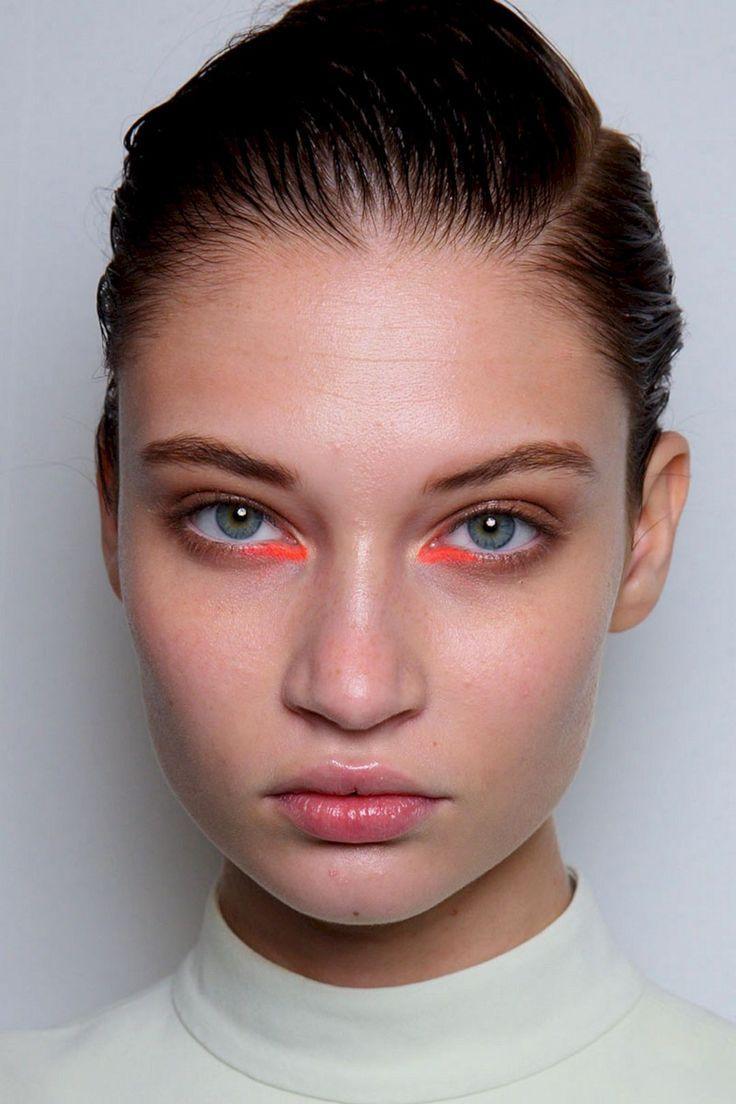maquillaje con delineador gráfico