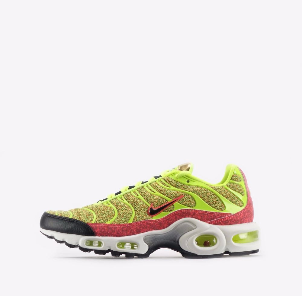 Nike Air Max Plus SE TN Tuned Women's Shoes in Volt/Hot Punch