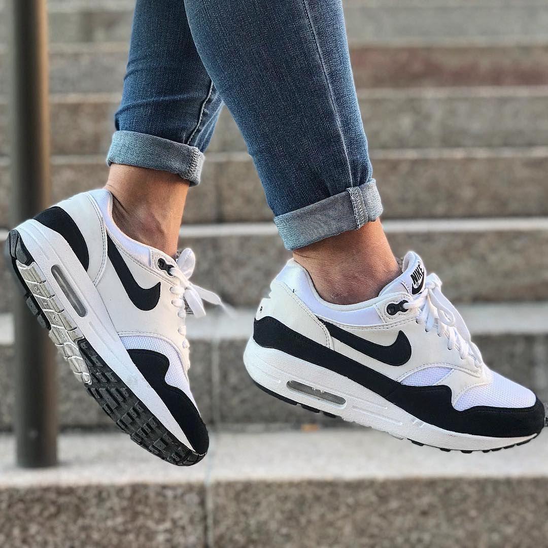 Nike air max, Classic sneakers, Nike air
