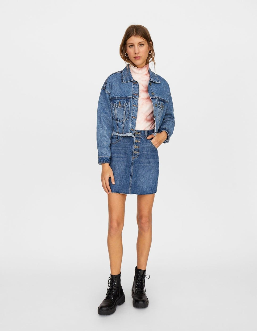 c538468f1b Veste courte en denim basic bas effiloché - Manteaux et vestes |  Stradivarius France