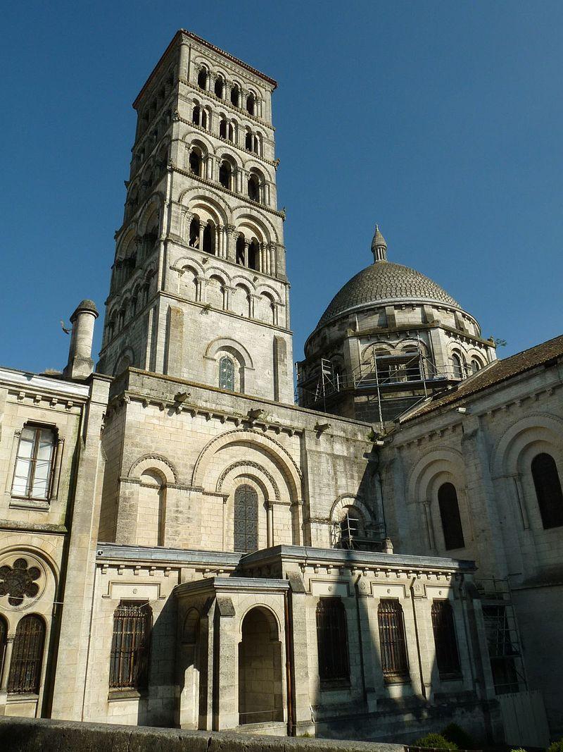 Cathédrale Saint Pierre Du0027Angoulême. Poitou Charentes. Romanesque  ArchitectureAquitaineSaintsSantos