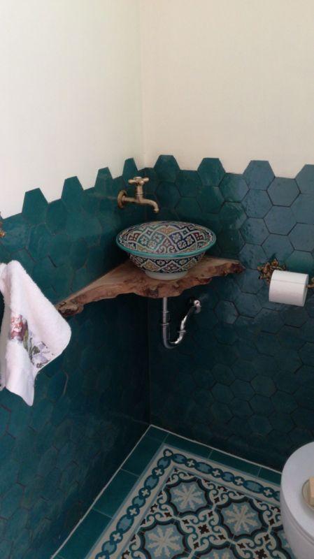 Photo of Marokkaanse waskom op houten blad…