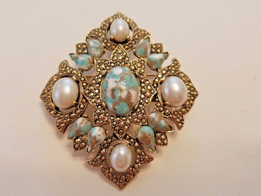 Vintage Sarah Cov speckled Robins egg stone faux pearl Brooch