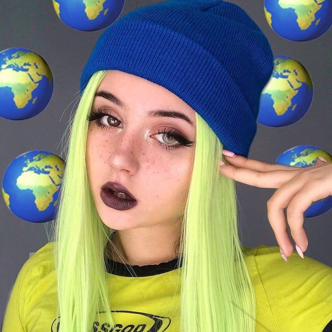 NEEDS AMBASSADORS WORLDWIDE | Cute girl with glasses
