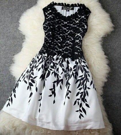 Vestido com pétalas
