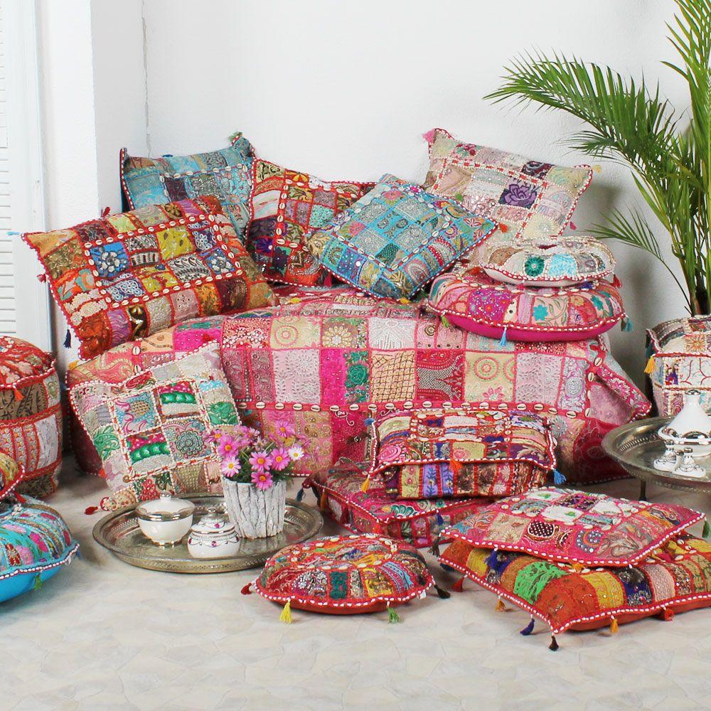 Ein buntes sortiment an sitzkissen bodenkissen for Indische wohnaccessoires