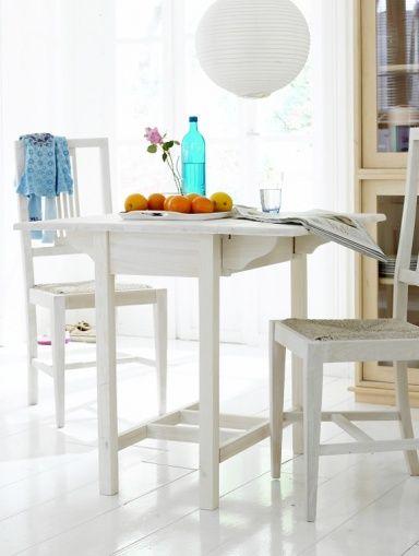 Wohntipps für den Essplatz Ab in die Mitte mit dem Tisch! Raum - platz schaffen einem kleinen esszimmer