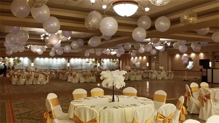Great Gatsby Themed Prom Over 100 balloon lights
