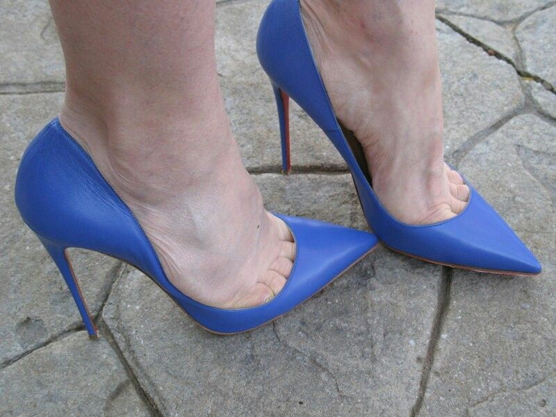 243037afbdcb Blue pumps