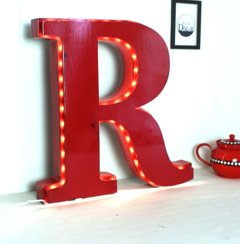 Lettre lumineuse rouge géante en bois à poser R - lettre r ...
