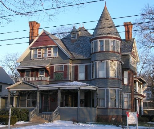 Victorian Carriage House: I Love These Big Old Queen Anne Houses With Turrets, Like