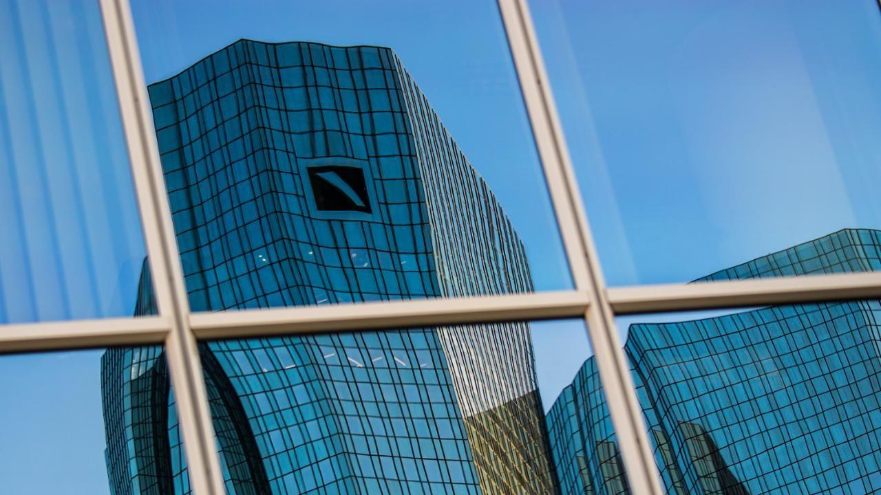 Deutsche Bank Erster MiniJahresgewinn seit 2014