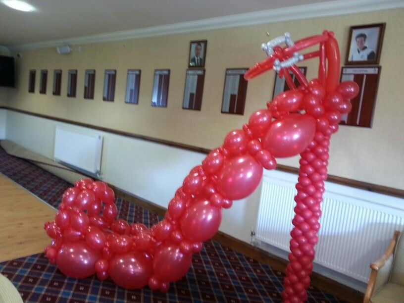 the latest e4ac9 0ff91 Red shoe Balloon Sculpture in 2019 | Celebration balloons ...
