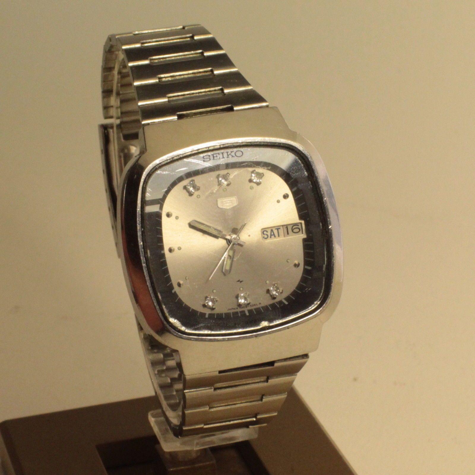 4c42f1285032 Vintage Seiko 5 Automatic Men s Watch