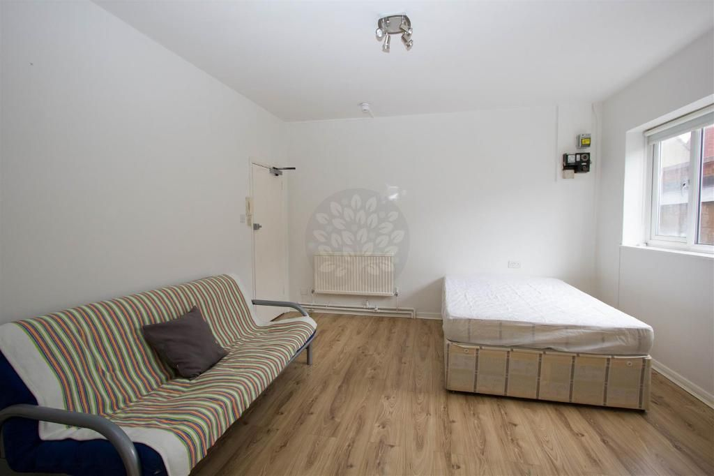 Rent Inclusive Of Heating And Hot Water Modern And Fully Self Contained Recently Redecorated Spa Renting A House Property For Rent Rent