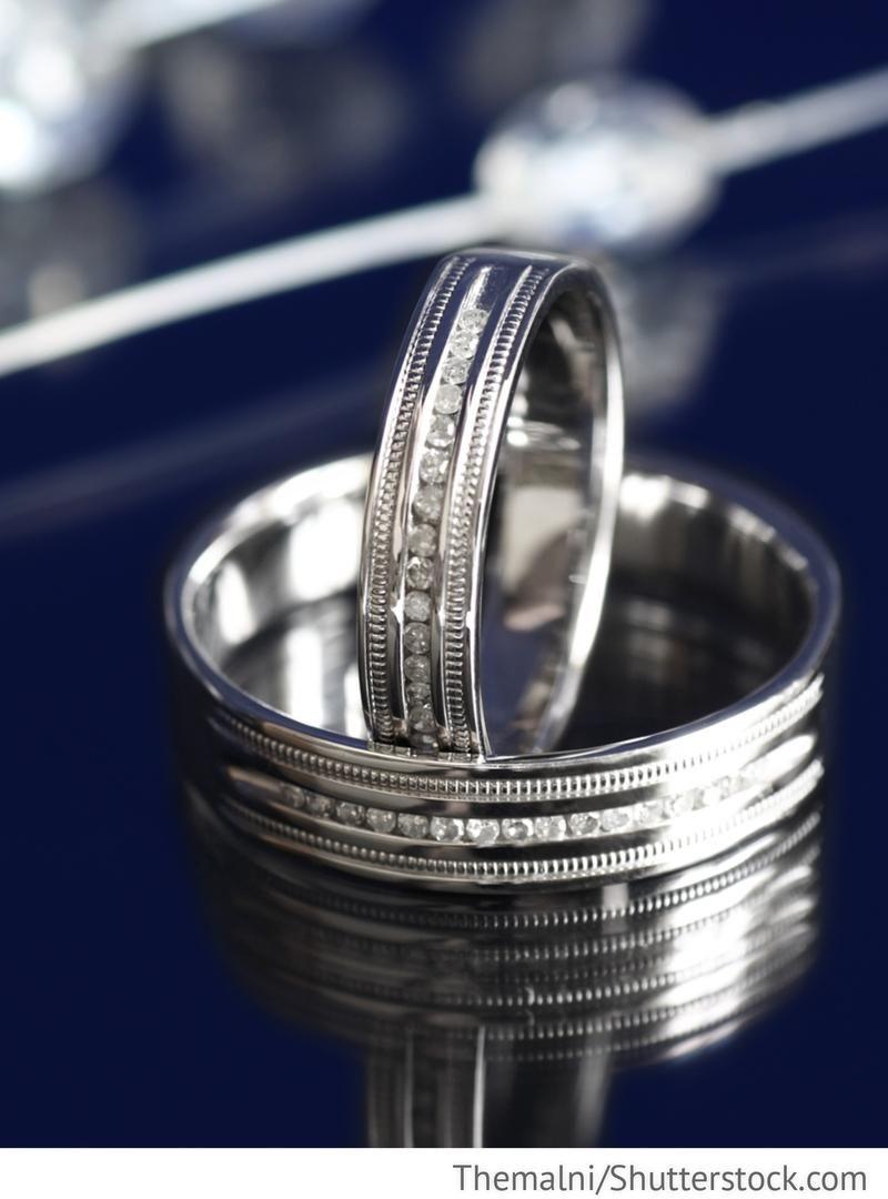 Eheringe aus Weißgold mit Diamanten für russische Hochzeiten