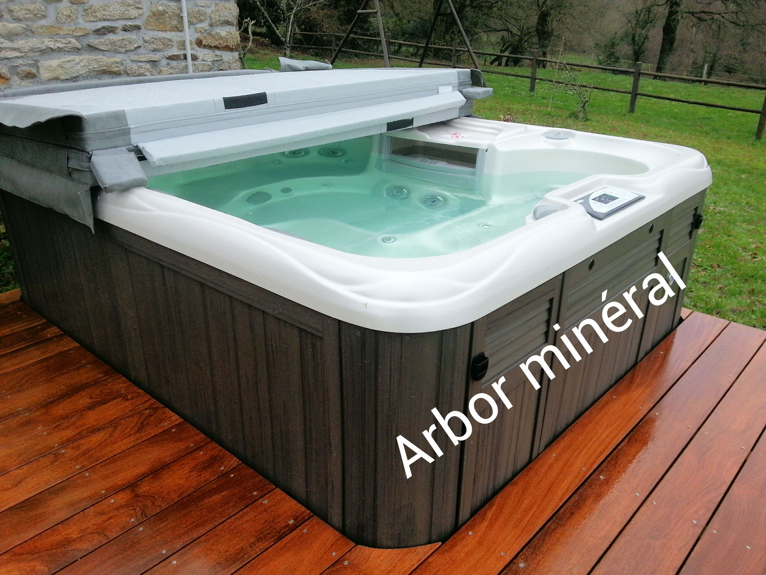 Jacuzzi de jardin cheap so cool hot tub with jacuzzi de - Jacuzzi pour jardin ...