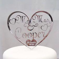 El señor y la señora Cake Topper con la fecha de boda.
