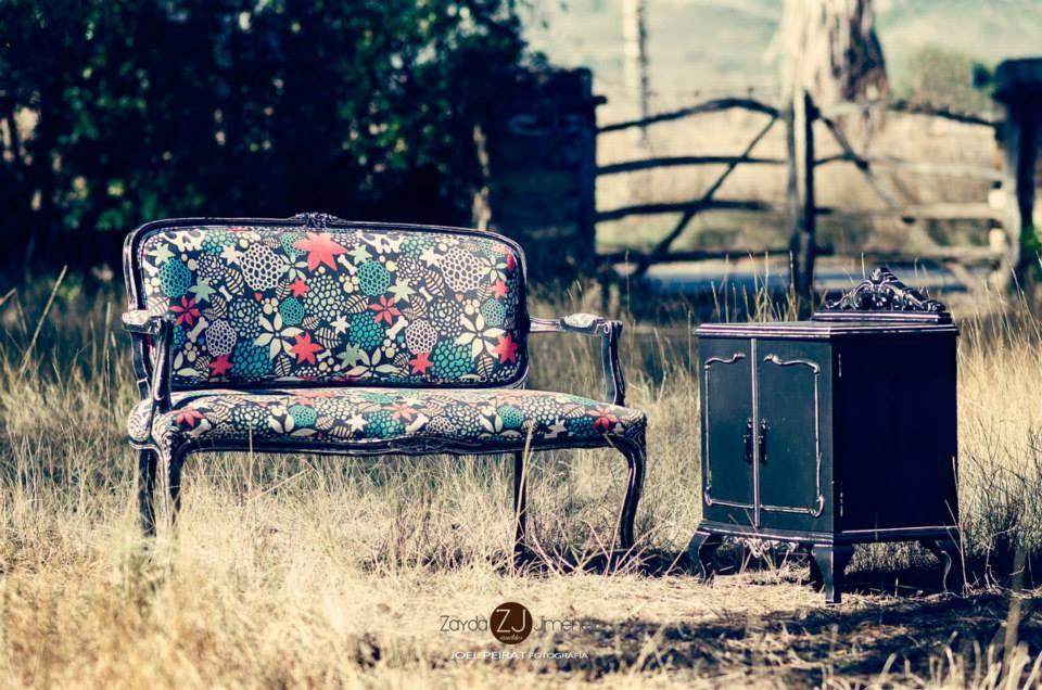 Проклятие дома Ашеров! Не знаю, откуда реставратор взяла материальчик с моим паттерном, могу предположить, что со spoonflower.com  #skull #pattern #flower #furniture