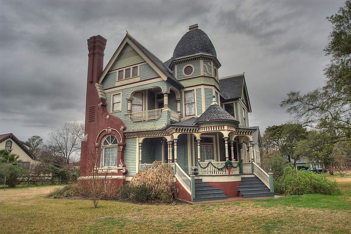 The Jones House Calvert Tx Built In 1897 By Lee Henderson Parish A Former Confederate Solider Who B Queen Anne House Victorian Homes Victorian Style Homes