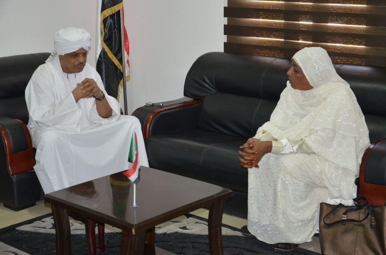 كرار التهامي وعائشة الغبشاوي : يبحثان التعاون المشترك لخدمة اسر المغتربين