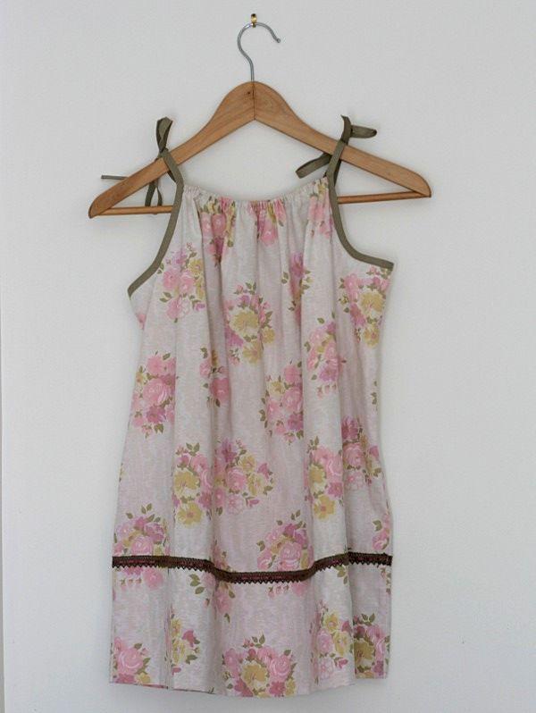 tuto pour transformer une taie d oreiller en robe pour fillette
